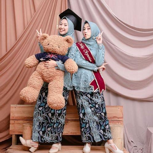Model Baju Batik Keluarga Untuk Acara Wisuda